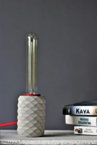 Lampa biurkowa wykonana metodą handmade